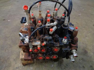 Distribuidor hidraulico para New Holland E 385 B vendida por PRV Ricambi Srl
