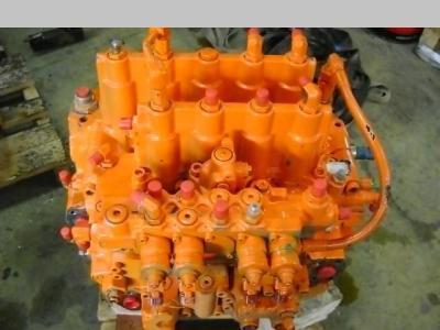 Distribuidor hidraulico para Fiat Hitachi EX 215 vendida por PRV Ricambi Srl