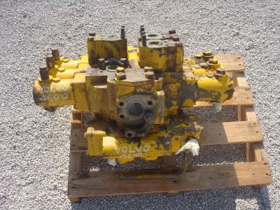 Distribuidor hidraulico para Volvo 4600 vendida por OLM 90 Srl