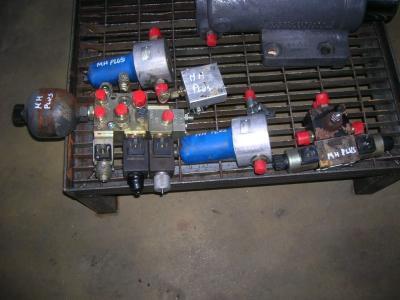 Distribuidor hidraulico para O&K Gommato vendida por PRV Ricambi Srl