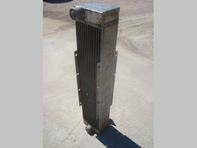 Radiador de aceite para Hitachi LX 290 vendida por OLM 90 Srl