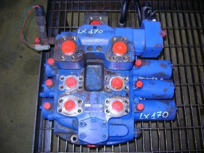 Distribuidor hidraulico para Hitachi Lx 170 vendida por PRV Ricambi Srl