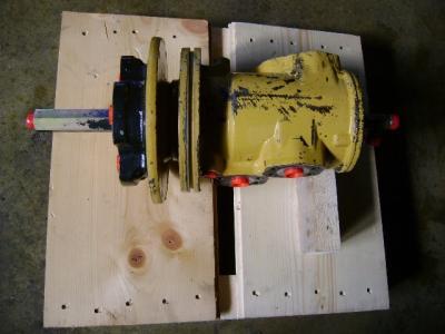 Junta rotativa para Caterpillar 325 B vendida por PRV Ricambi Srl