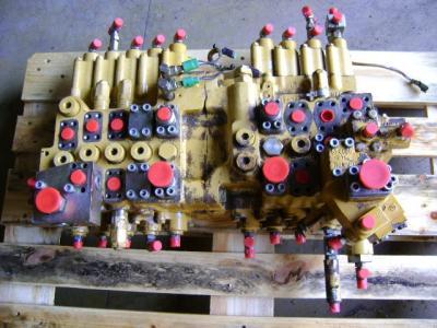 Distribuidor hidraulico para Caterpillar 325 B vendida por PRV Ricambi Srl