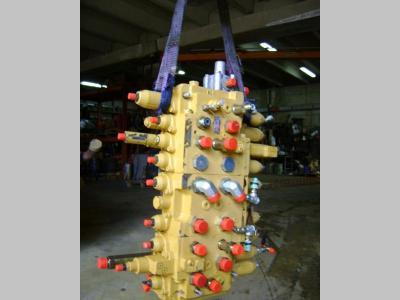 Distribuidor hidraulico para Caterpillar 312 vendida por PRV Ricambi Srl
