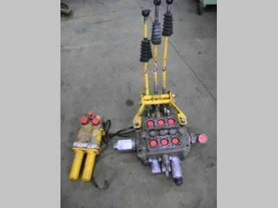 Distribuidor hidraulico para Volvo 4400 vendida por PRV Ricambi Srl
