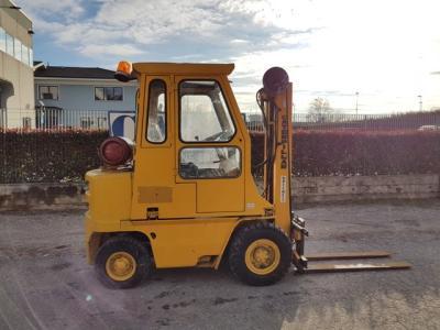 Caterpillar V30-LPG- GAS vendida por C.A.E.R. Srl