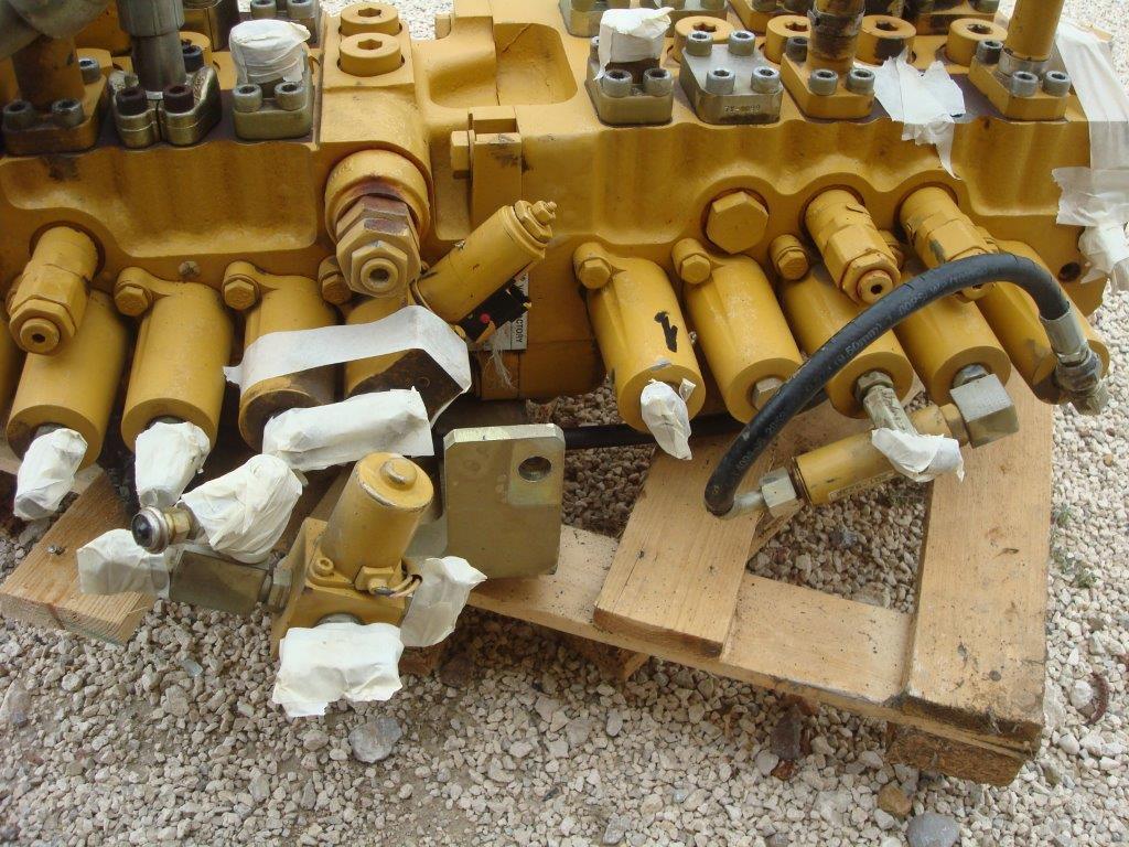 Distribuidor hidraulico para Caterpillar 325C Foto 2