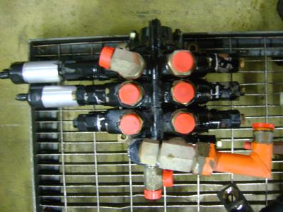 Distribuidor hidraulico para Fiat Hitachi W 90 vendida por PRV Ricambi Srl