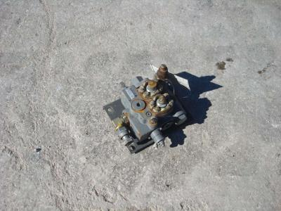 Distribuidor hidraulico para PALA GOMMATA ZW310 vendida por OLM 90 Srl