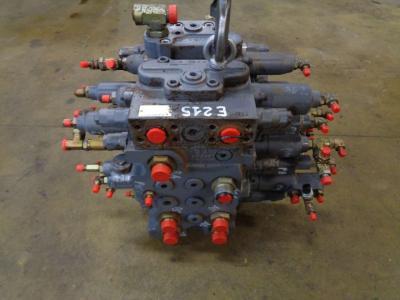 Distribuidor hidraulico para New Holland E 215 vendida por PRV Ricambi Srl