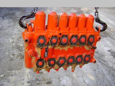 Distribuidor hidraulico para O&K (Orenstein & Koppel) City vendida por PRV Ricambi Srl